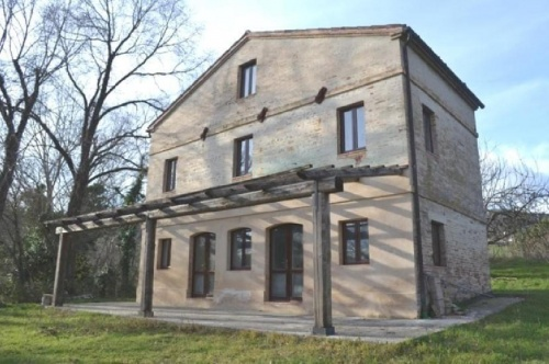 Hus på landet i Sant'Angelo in Pontano