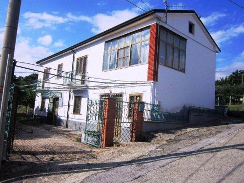 Detached house in Schiavi di Abruzzo
