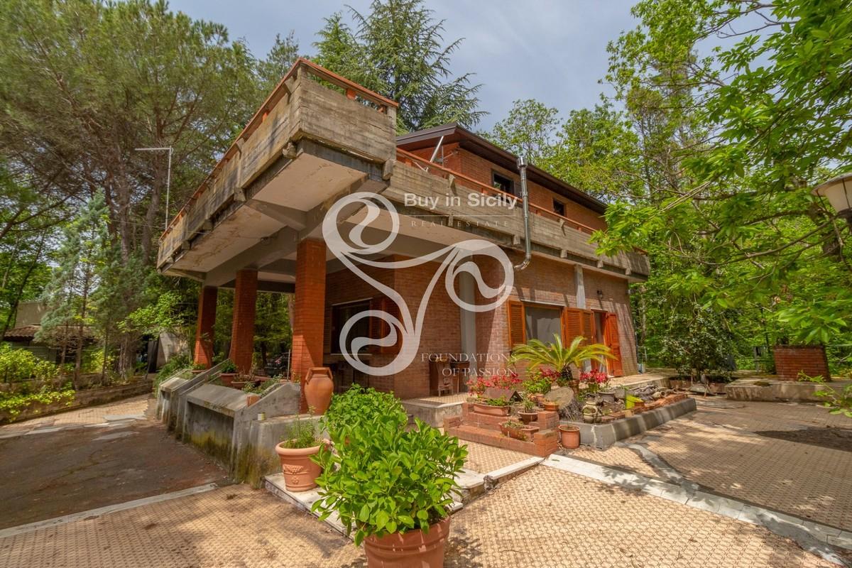 Villa in Pedara