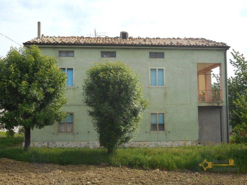 Landhaus in Roccaspinalveti