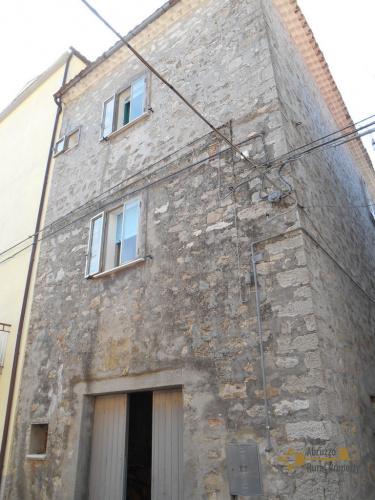 Hus i Celenza sul Trigno