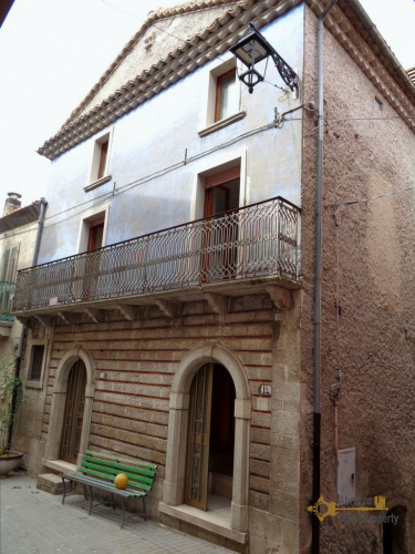 Hus från källare till tak i Roccavivara