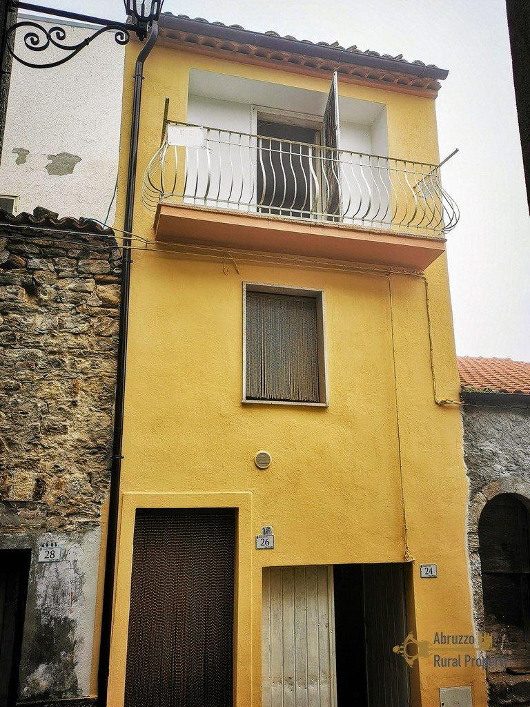 Hus från källare till tak i Tavenna