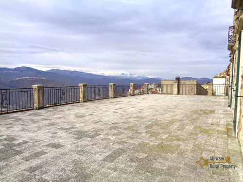 Historiskt hus i Montefalcone nel Sannio