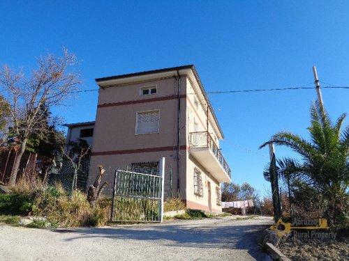 Vrijstaande woning in Casoli