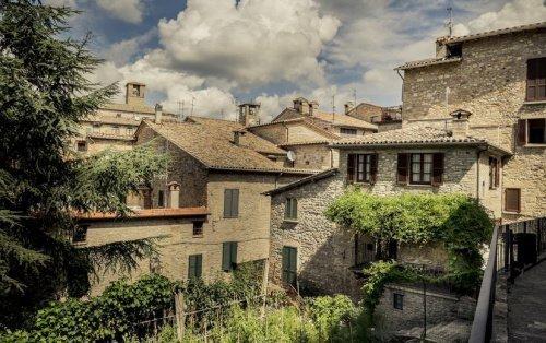 Semi-detached house in Montone