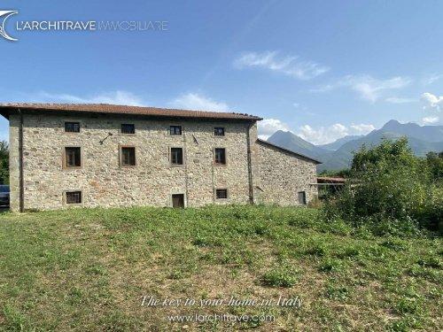 Villa in Minucciano