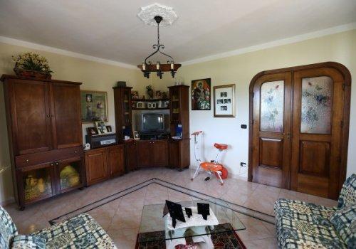 Hus i Neviano