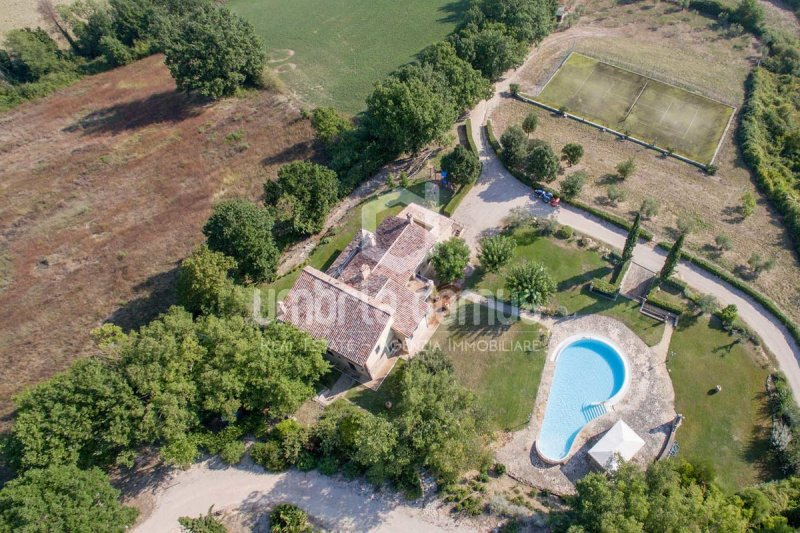Country house in Todi