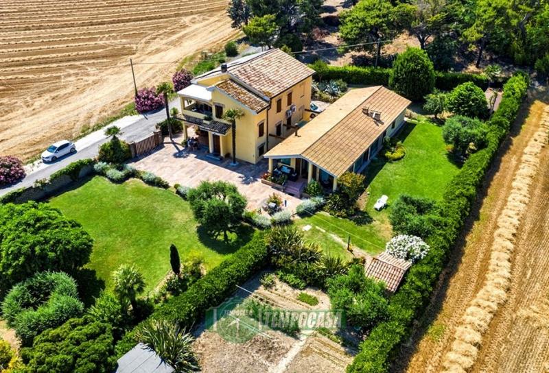 Villa in Loreto