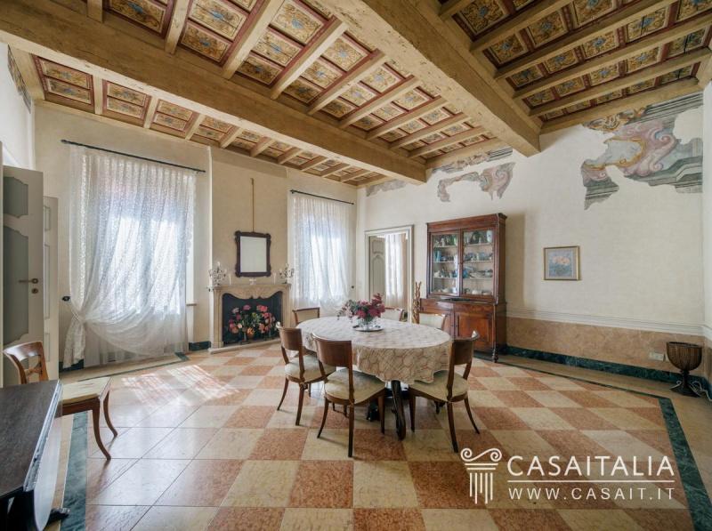 Historisk lägenhet i Mantua