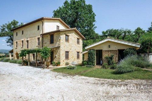 Villa in Camporotondo di Fiastrone