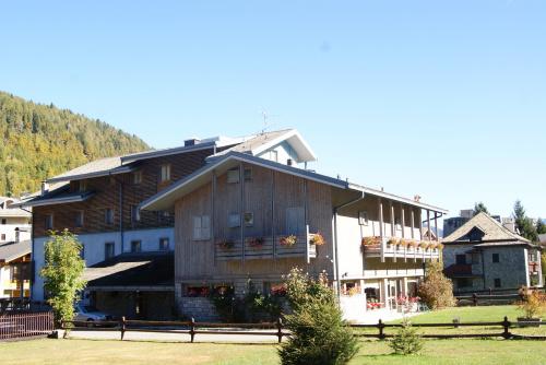 Отель в Априка