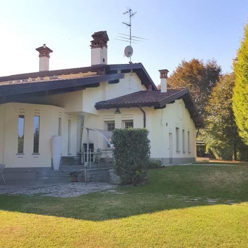 Villa à Casnate con Bernate