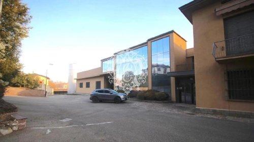 Kommersiell byggnad i Cucciago