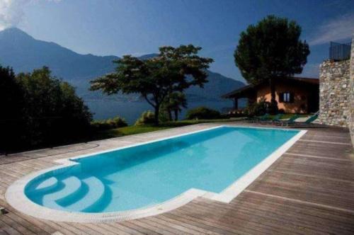 Villa in Gera Lario