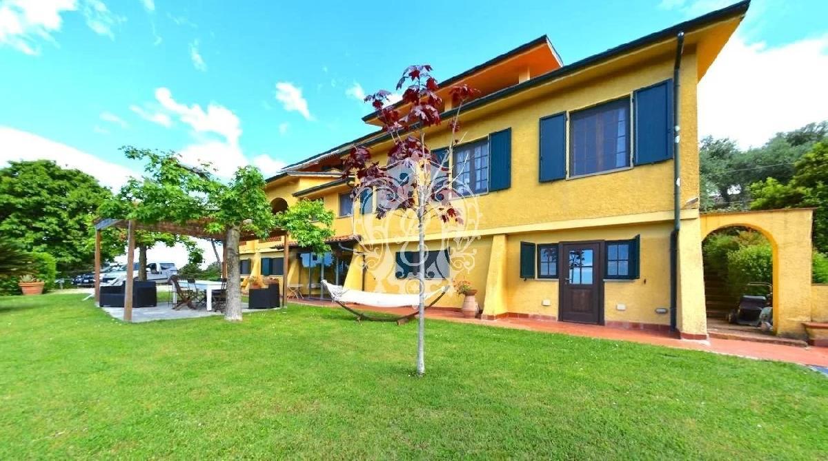 Villa à Massarosa