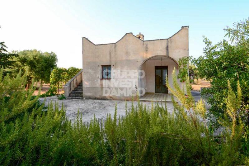Сельский дом в Остуни
