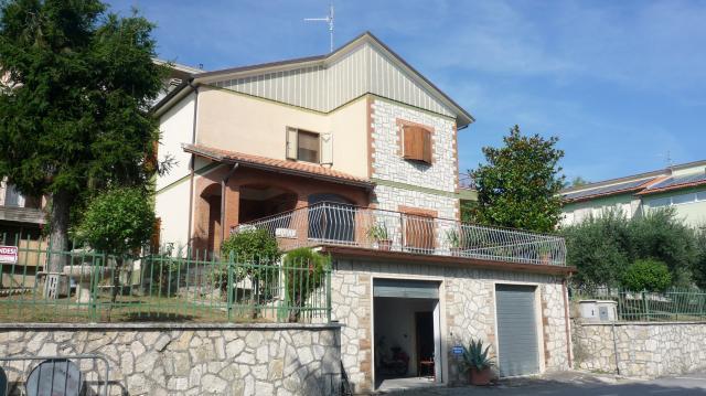 Villa in Castignano