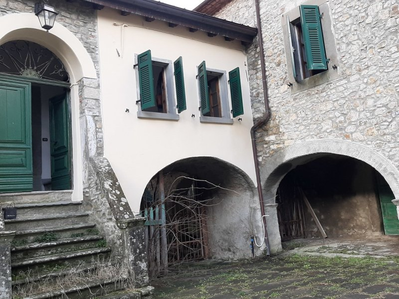 Casa histórica en Comano