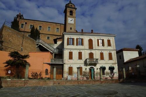 Palast in Castelnuovo Calcea