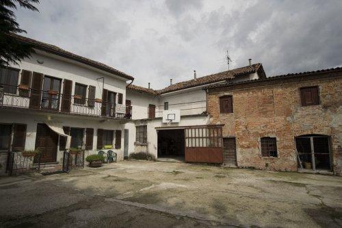Casa semi indipendente a Montegrosso d'Asti
