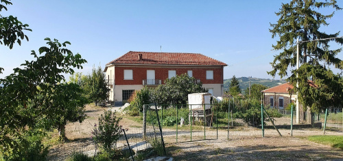 Detached house in Castagnole delle Lanze