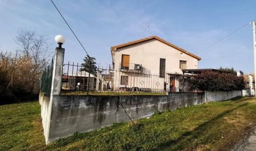 Doppelhaushälfte in Belveglio