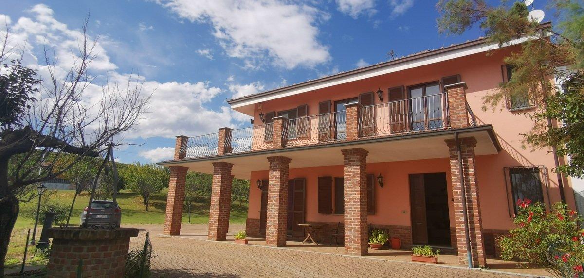 Villa in Mongardino