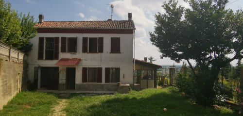 Half-vrijstaande woning in Asti
