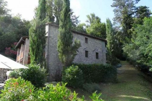 Country house in Gallicano