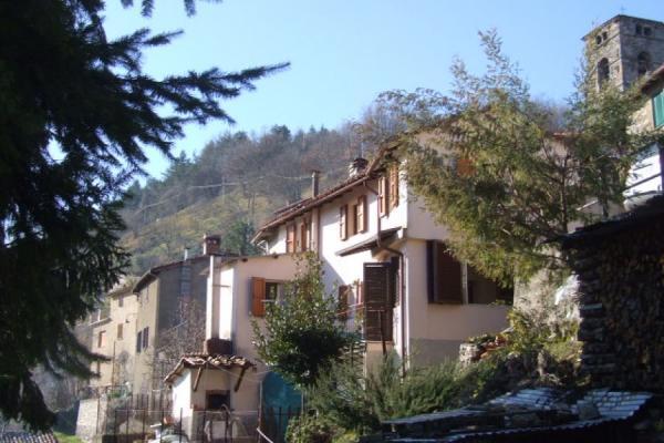 Особняк из двух квартир в Молаццана
