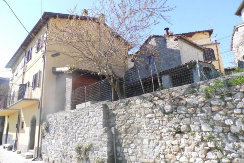 Half-vrijstaande woning in Fosciandora