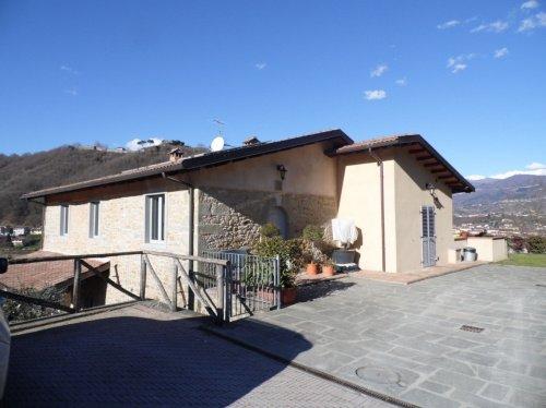 Moradia em Castelnuovo di Garfagnana