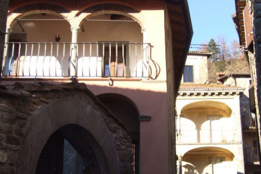 Doppelhaushälfte in Camporgiano