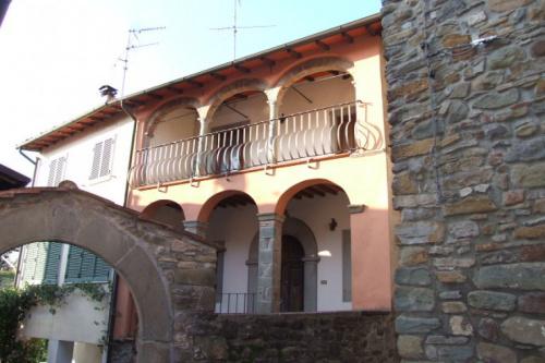 Half-vrijstaande woning in Camporgiano