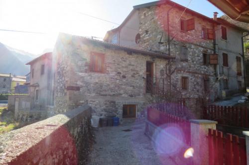 Hus från källare till tak i Minucciano