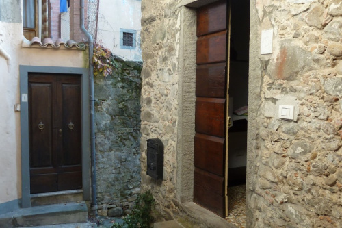 Top-to-bottom house in Barga