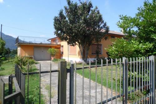 Detached house in Barga