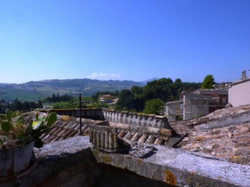 Hus från källare till tak i Ortezzano
