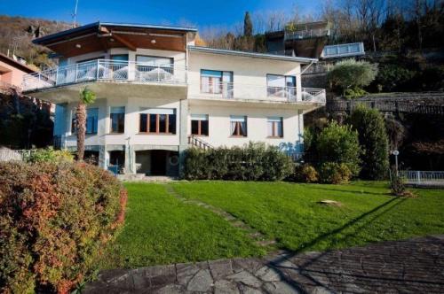 Villa i Dervio