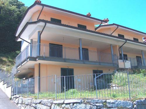 Moradia com terraço em Massino Visconti