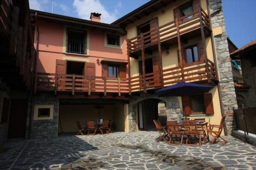 Doppelhaushälfte in Nebbiuno