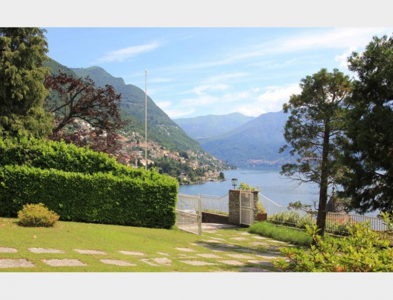 Detached house in Moltrasio