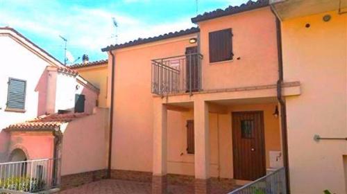 Haus in Terre Roveresche