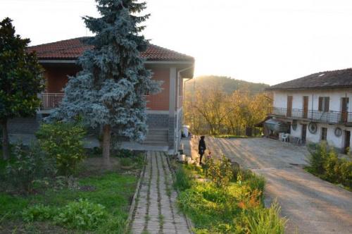 Haus in Cossano Belbo