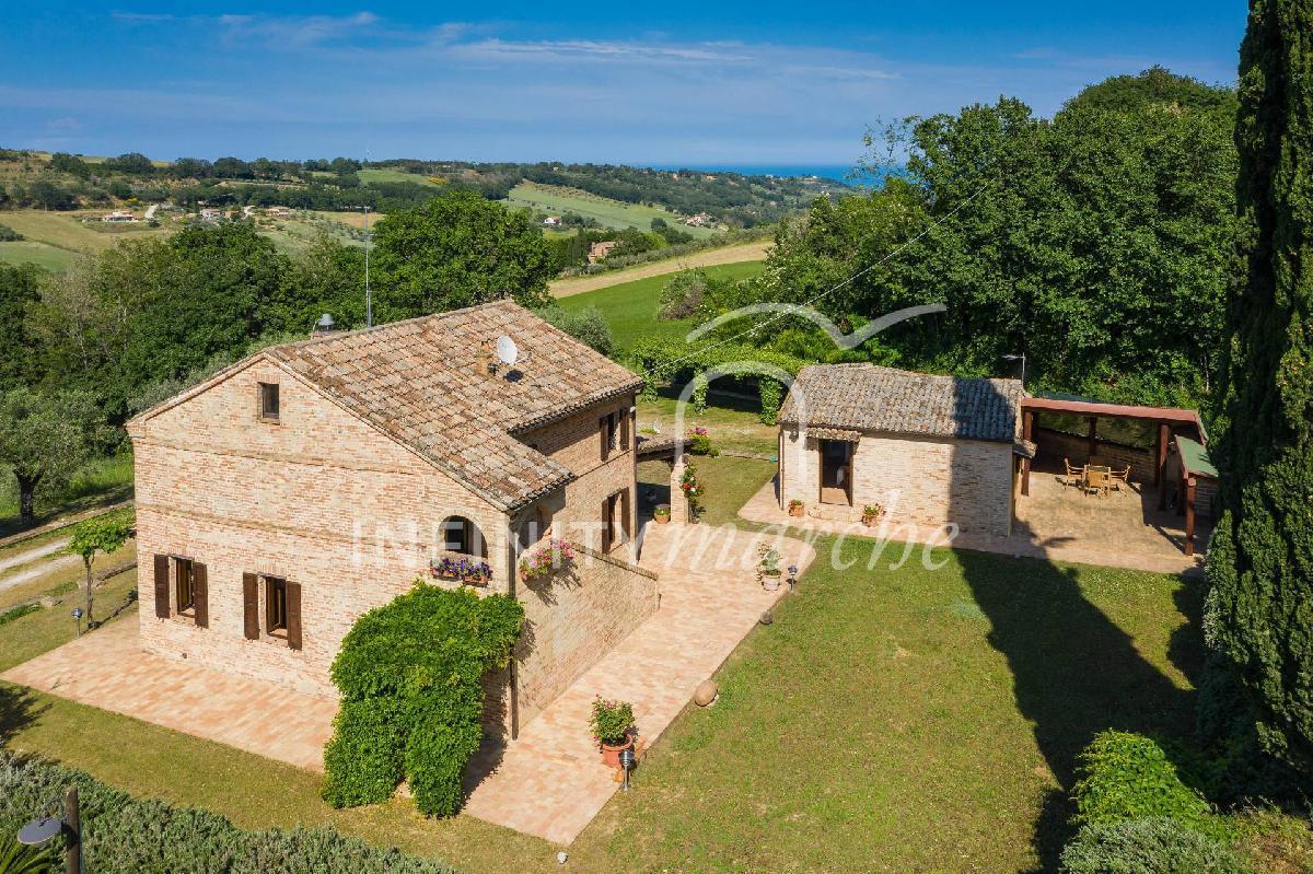 Отдельно стоящий дом в Монтекозаро
