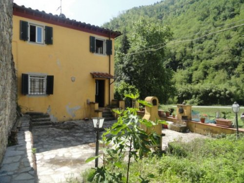 Semi-detached house in Borgo a Mozzano