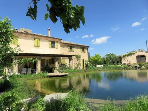 Casa de campo en Montecarotto