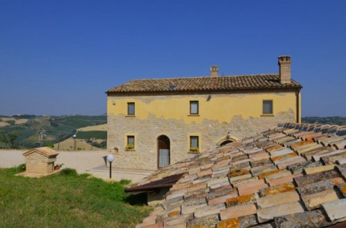 Farmhouse in Acquaviva Picena